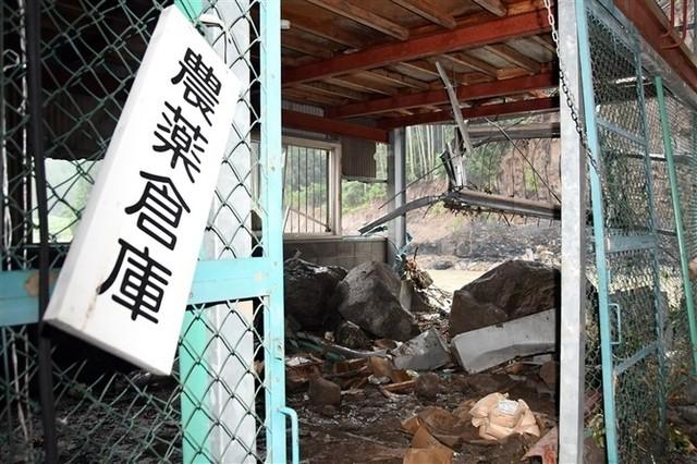 日本一仓库被巨石砸穿 674斤农药恐流入附近河中