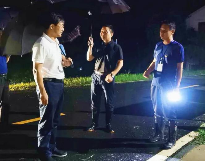 【镜头】防汛救灾,湖南纪检监察干部奋战在一线图片