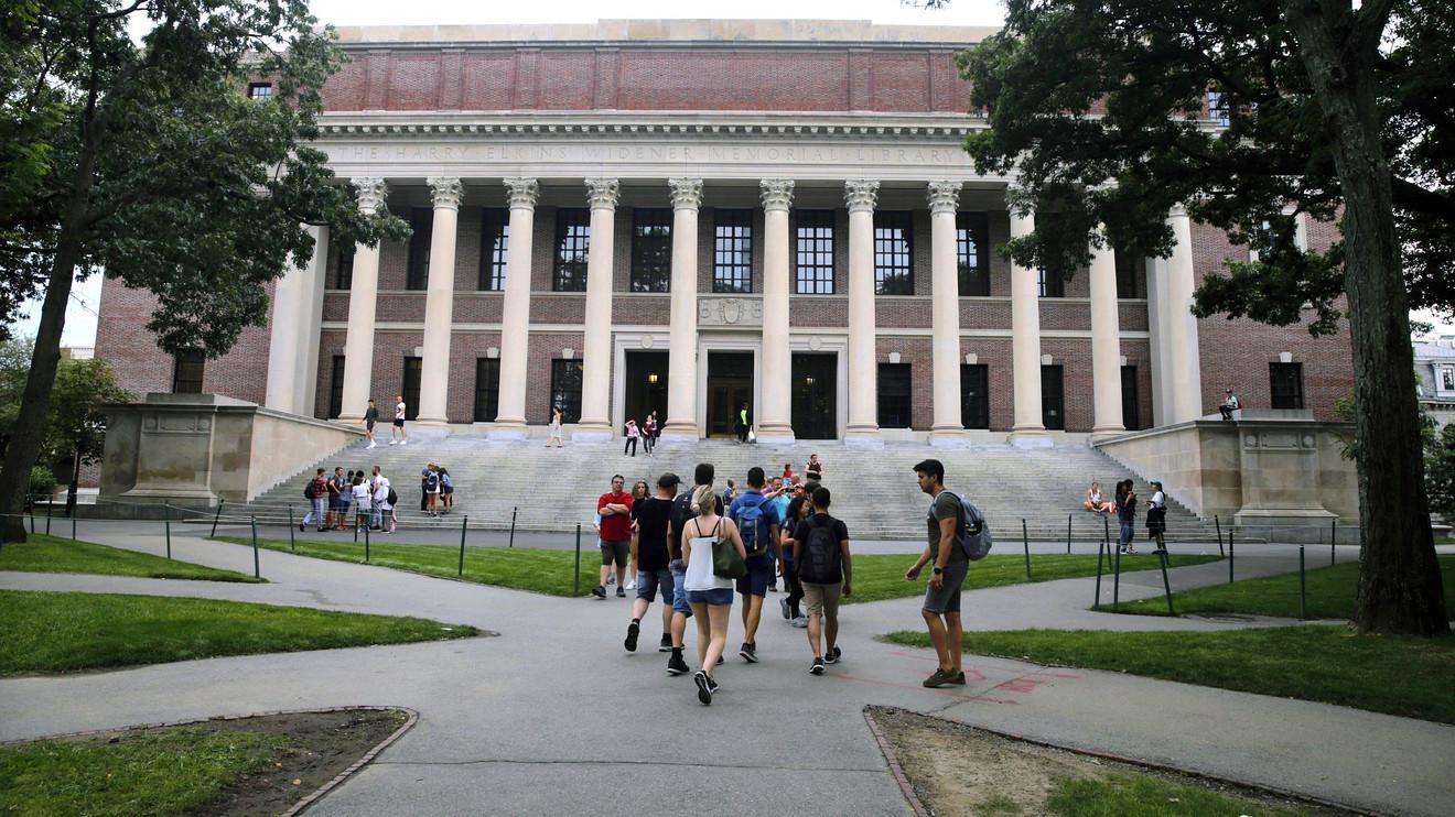 特朗普政府留学新规惹众怒 在美留学生目前境况如何?