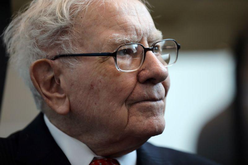巴菲特麾下伯克希尔公司的在外流通股票总量减少,预示其或将回购股票