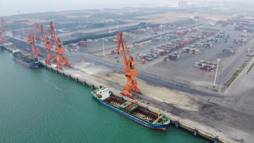 这是2020年4月16日无人机拍摄的广西北海铁山港。新华社记者 雷嘉兴 摄