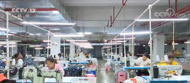 杏悦:贵州携手引来外贸订单扶贫杏悦车间赶制忙图片