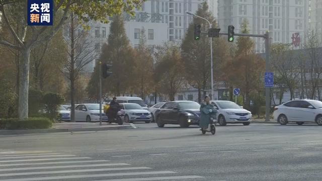 """明日起上海市行人闯红灯不再""""累进式执法""""开始现场开罚单"""