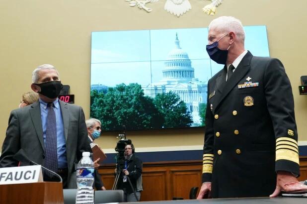 美国卫生部门高官:新冠问题上 福奇并非百分百正确
