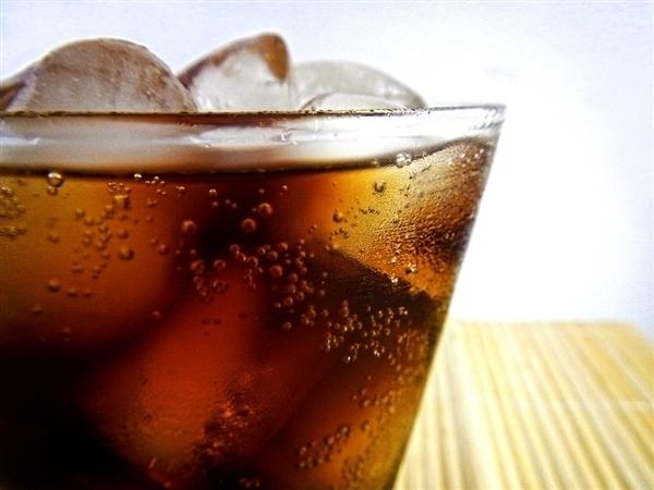 27岁小伙常年喝饮料致屁股痛 医生警告:多喝水