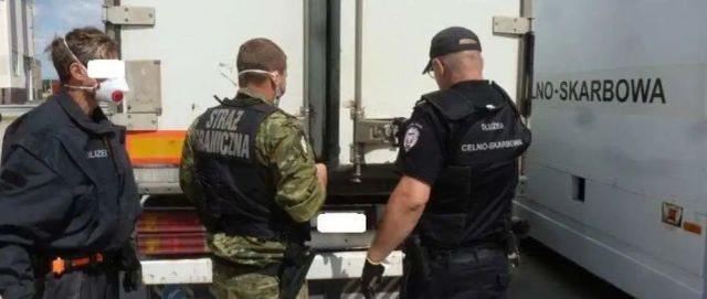 波兰冷冻货车发现7名越南偷渡者 年龄最小者只有15岁