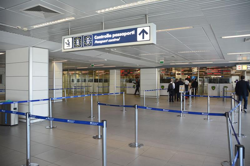 △罗马机场入境处(图片来源自罗马机场官网)