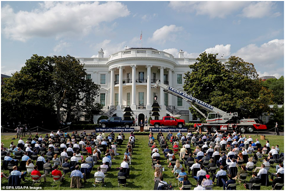 宣传不够、卡车来凑?特朗普讲话