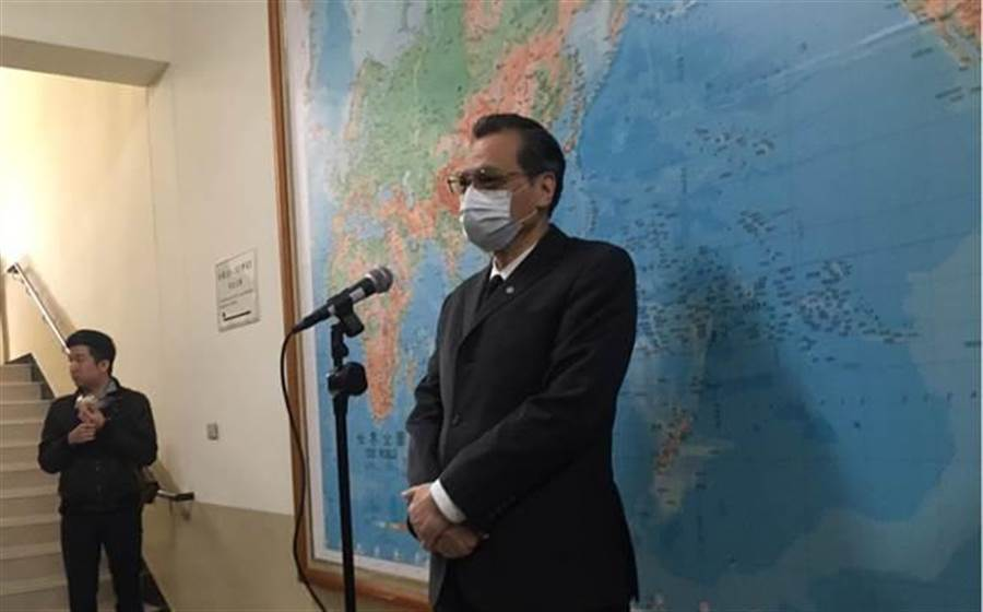 摩鑫:会宣称驻港代表无法赴任因港府增摩鑫加政治条图片