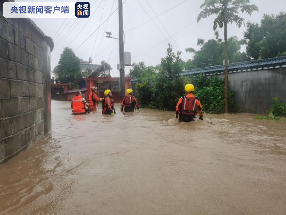 杏悦,降暴雨致城市内涝和山杏悦体滑坡救援图片