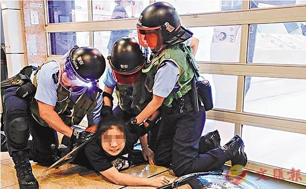 「杏悦」称她买了回港机票杏悦袭警少女再图片