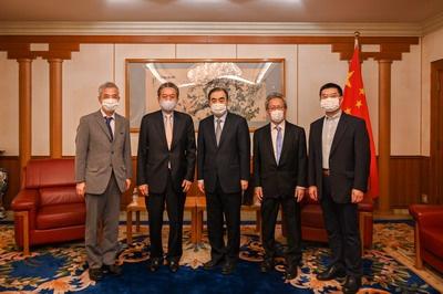 驻日本大使孔铉佑会见日本前首相鸠山由纪夫