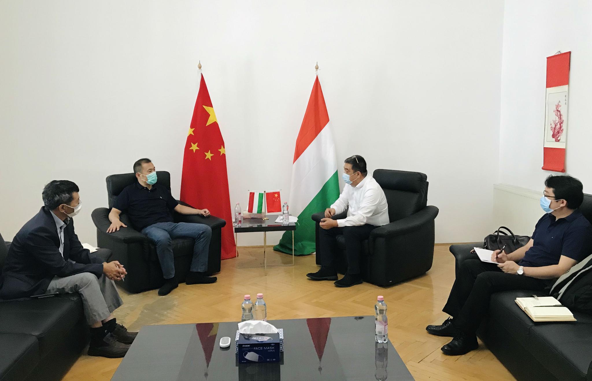 刘波商务参赞与中欧商贸物流园研究落实稳外贸促进工作