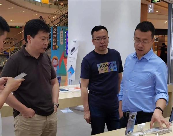 赵明回应与余承东线下走访:今年压力比去年大很多 华为荣耀是唯二增长品牌