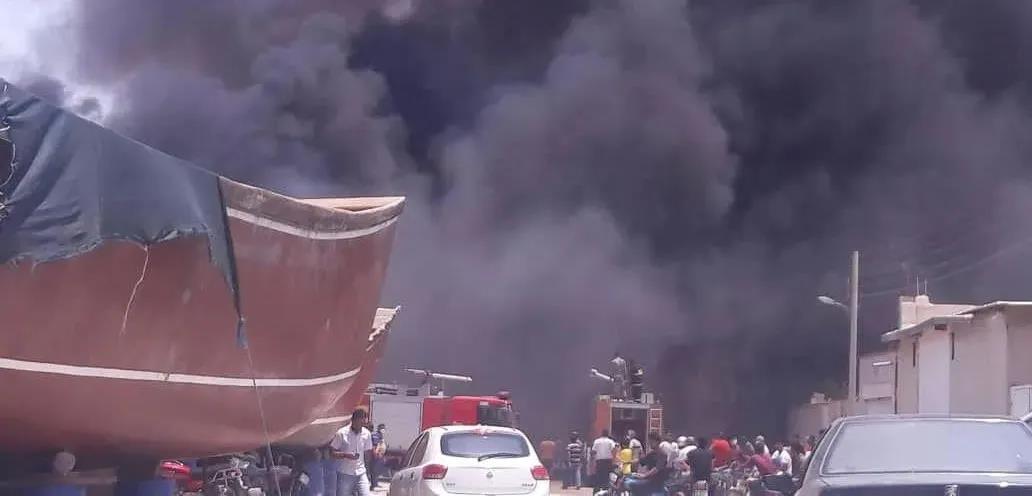 当地时间7月15日,伊朗南部的布什尔港至少有7艘船只起火。