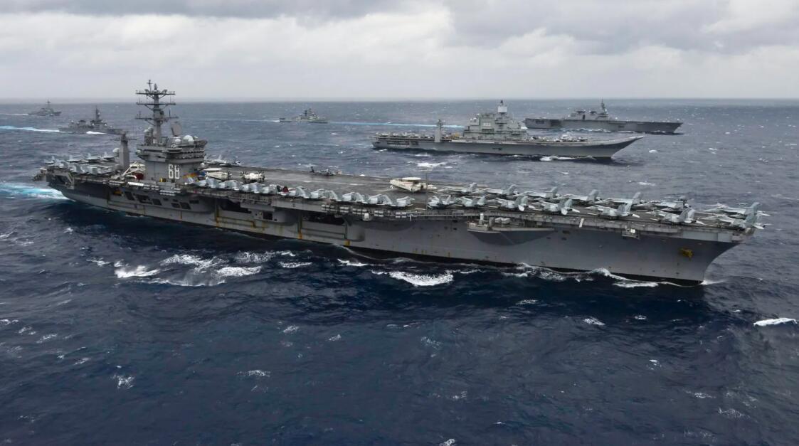 美国航母战斗群刚出南海就与印军演习,印媒兴奋了