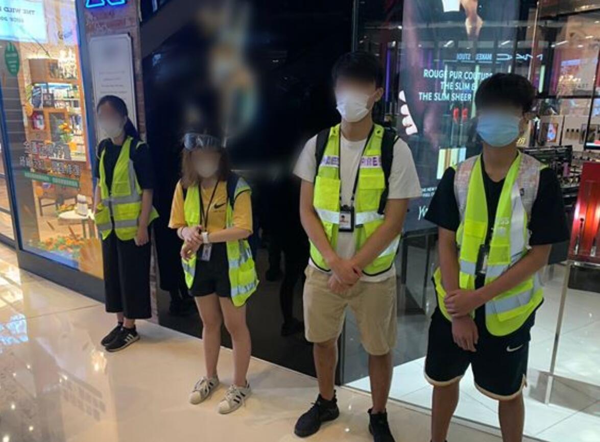 """""""假记者"""" 图自香港警方脸书,下同"""