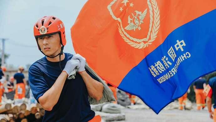 安徽无为两处圩堤坡口,危及上万居民!上海消防援皖救援队高温下奋战抢险图片
