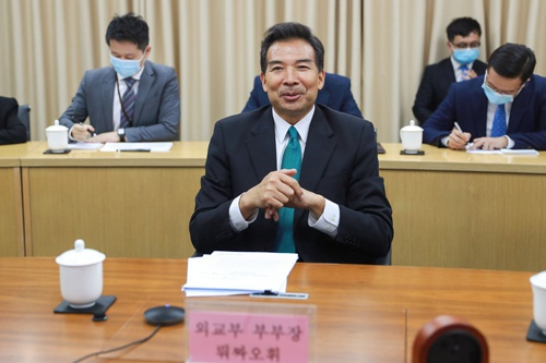 外交部副部长罗照辉同韩国外交部次官补金健举行视频会议