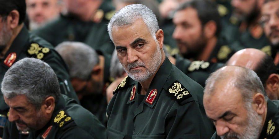 资料图:苏莱曼尼(中)。(图源:伊朗最高领袖官网)