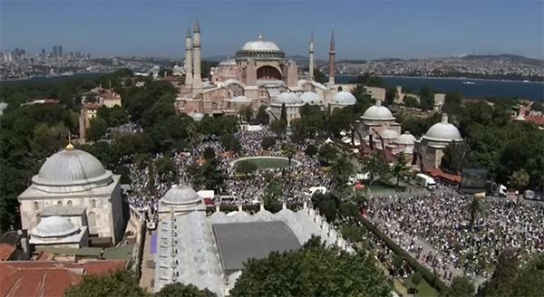 24日当天的圣索菲亚大教堂,视频截图