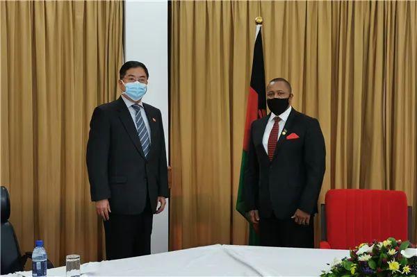 杏悦:驻马拉维大使杏悦拜会马新任副总统图片