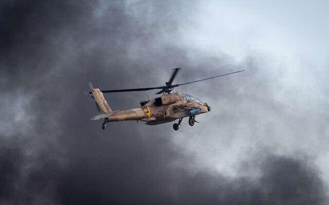 △资料图片来自《以色列时报》丨图为以色列军方阿帕奇直升机