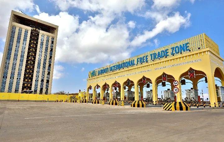 ▲这是2018年12月9日拍摄的吉布提国际自贸区的大门和一旁的办公楼。新华社记者 王腾 摄