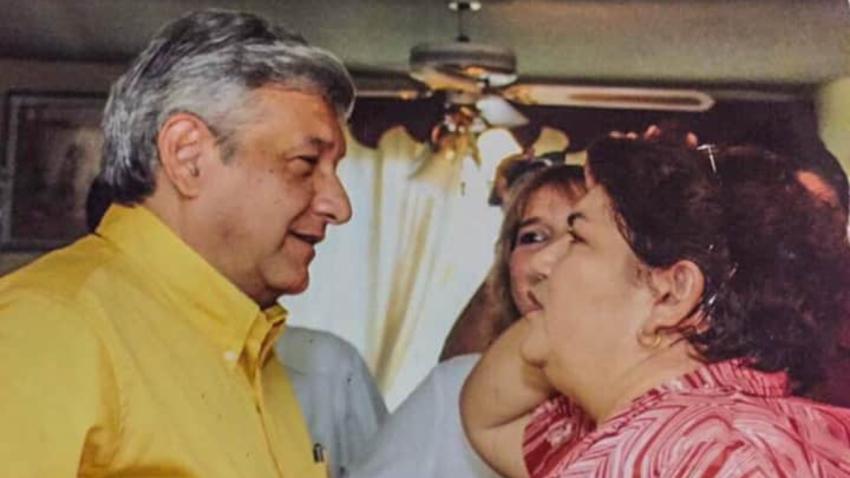 △图中左边为墨西哥总统洛佩斯 右边为总统的堂姐乌瑟拉·莫西卡·奥布拉多