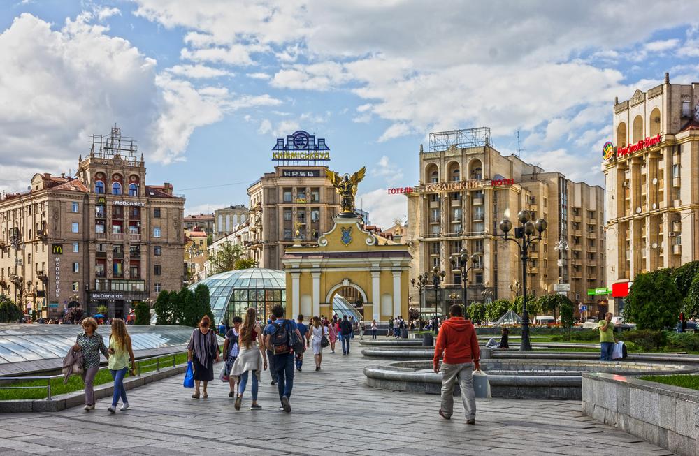 乌克兰总统泽连斯基签署法令 对中国入境游客实行免签制度图片