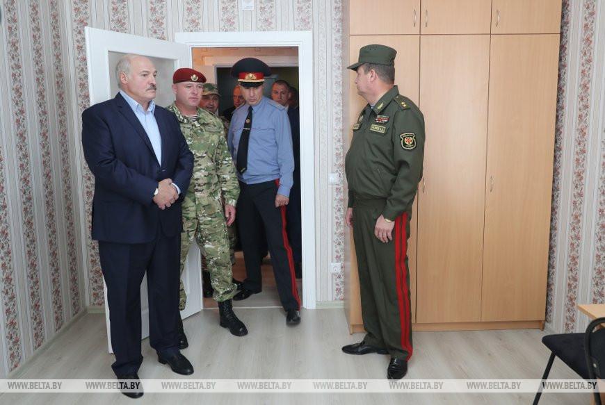 卢卡申科28日视察内务部军事单位(白俄罗斯通讯社)