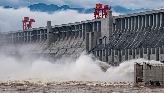 【摩天平台】长江今年第摩天平台1号洪水形图片