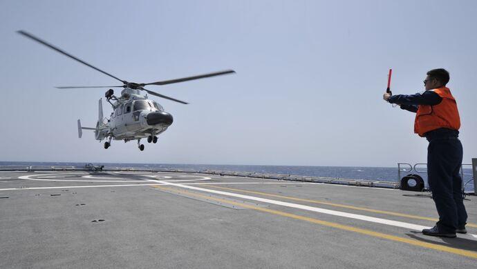 摩天注册:索马里海域护摩天注册航官兵图片