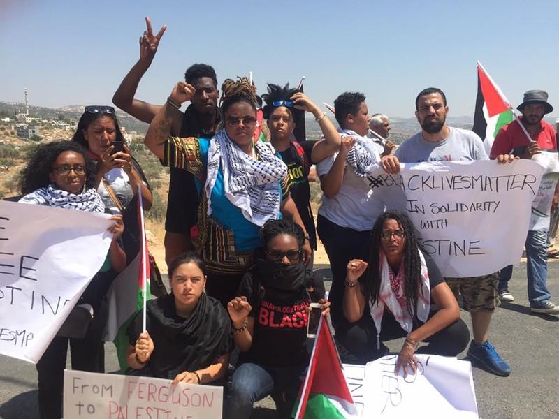 """反对以色列""""占领巴勒斯坦领土""""的黑人权益运动的抗议者,图源:推特"""