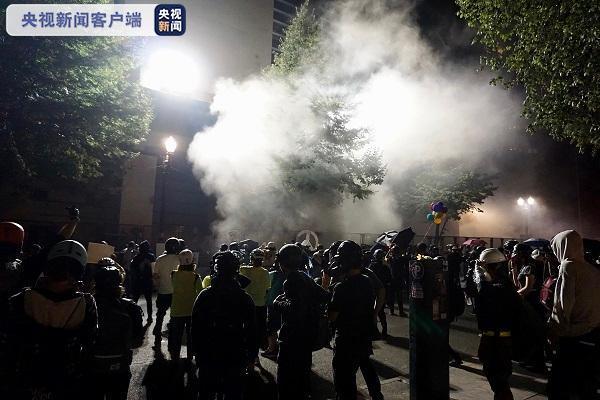 美国波特兰:抗议者遭执法人员清场 抗议区域已被封锁