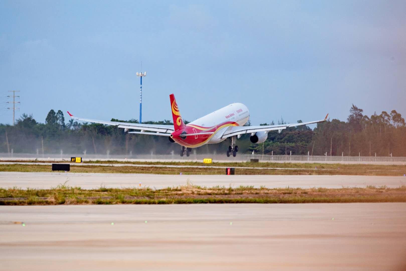 【摩天官网】兰国际机场二期扩建项目迎来首摩天官网架图片