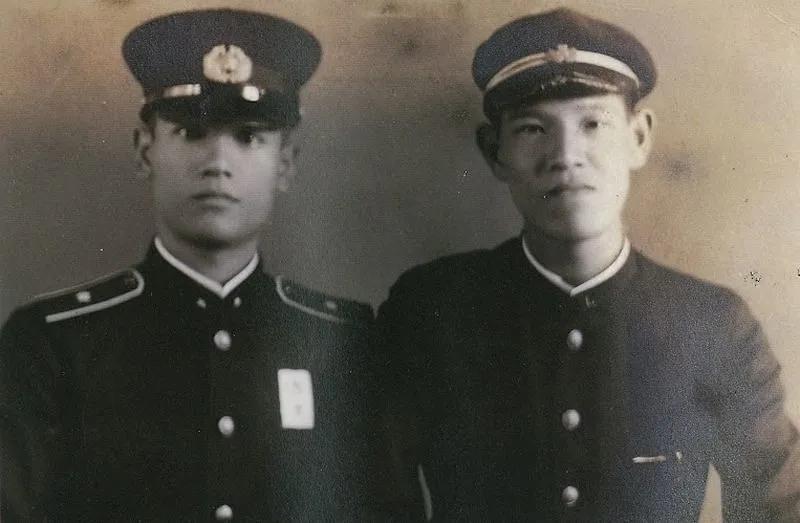 日据台湾时期的李登辉(右)