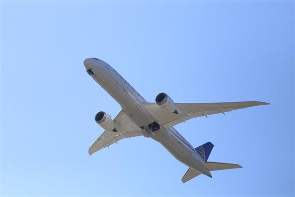 美联航飞北京的波音787遭遇故障紧急着陆:两天迫降三次