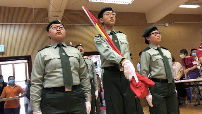 """有升旗仪式与中式步操,就说这个青少年团体在""""洗脑"""" 合适吗?图片"""