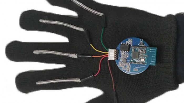 加州大学洛杉矶分校研究人员创造了一种可穿戴手套 可以实时翻译手语