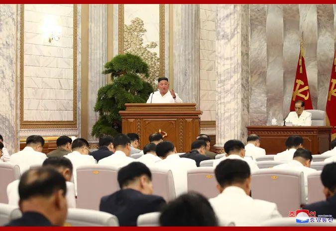 7月2日,金正恩主持会议讨论朝鲜防疫工作。图片来自朝中社网站。