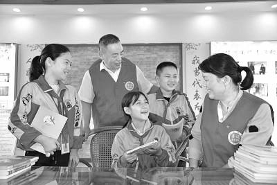 江苏省盱眙党员志愿者看望结对帮扶留守儿童