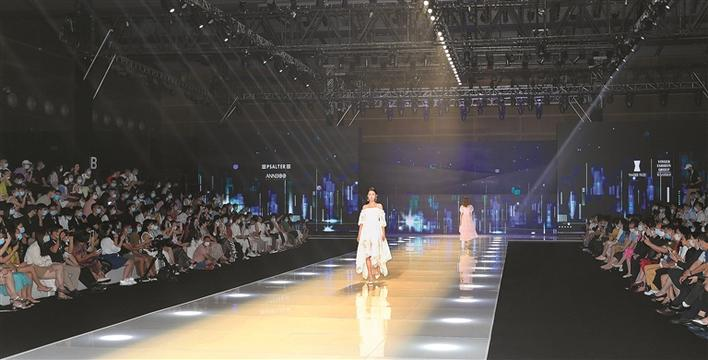 【摩天平台】国深圳国际品牌服装摩天平台图片