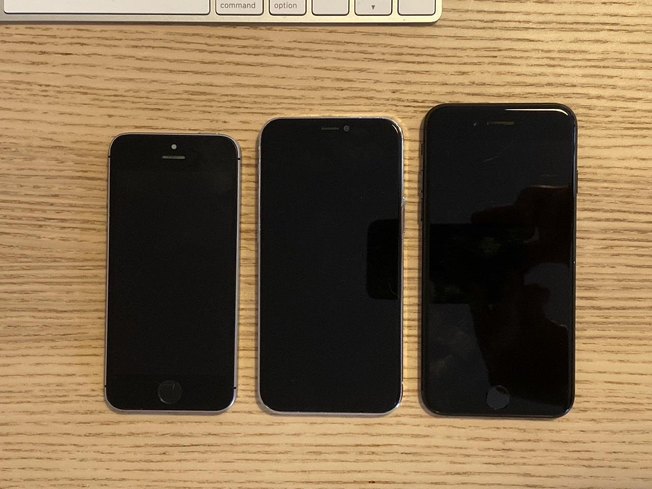 5.4 英寸苹果 iPhone 12 机模对比 iPhone SE/7