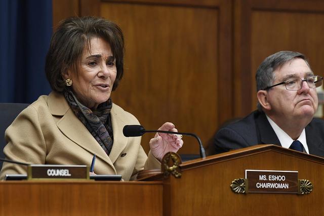美国民主党议员越发担忧:在抗击新冠斗争中美国已经失败