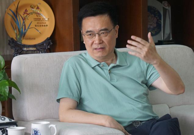 新华文轩董事长何志勇:振兴四川出版不是靠一两套好书 而是要用一大批好书品牌来支撑