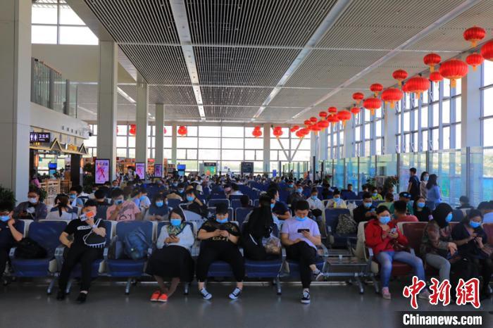 民用机场单日旅客量突赢咖3娱乐破2万,赢咖3娱乐图片