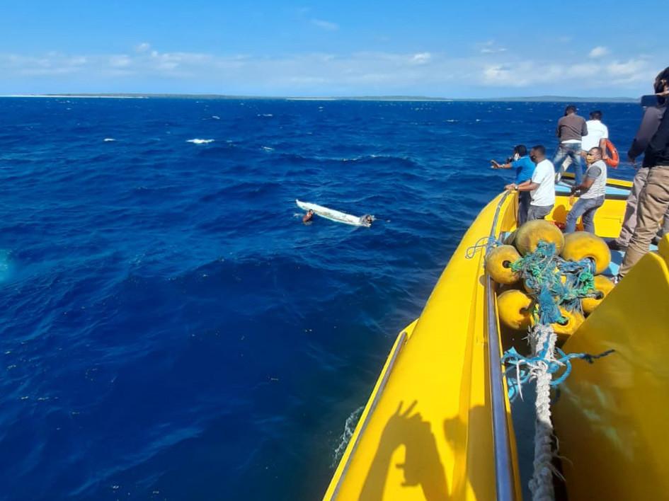 印尼东努沙登加拉一渔船倾覆 3人死亡 7人失踪