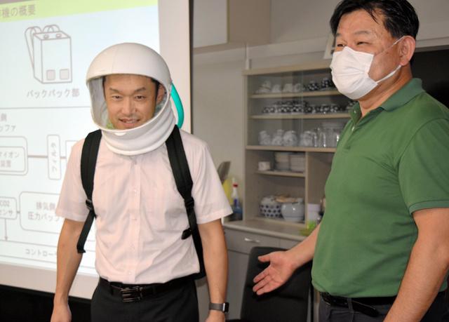 日本研发头盔型口罩:形如宇航服 能调控温度(图)
