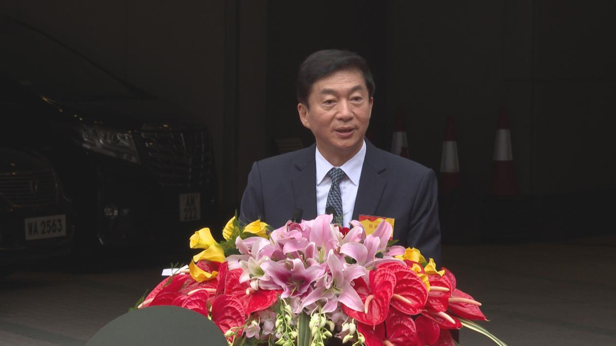 [杏悦]港中联办主任骆惠宁香港已告别国杏悦家图片